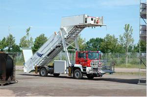 空港用消防救助活動用タラップ車